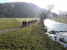 Passeggiata lungo il fiume verso il centro